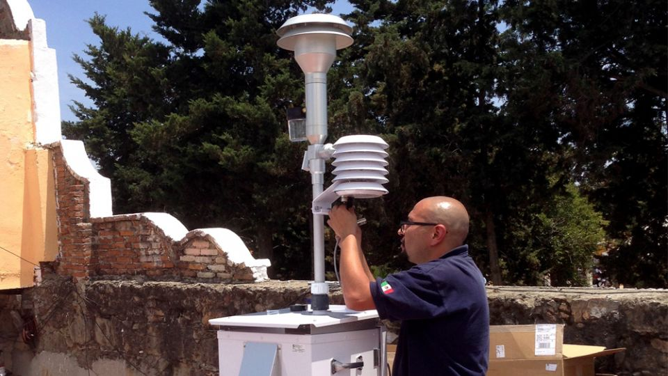 Mantenimiento de estación de monitoreo atmosférico.